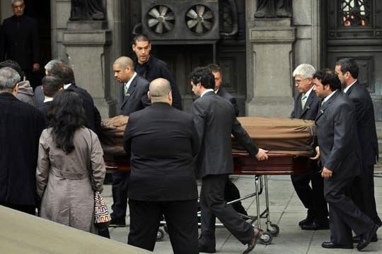 Los restos de Mercedes Sosa son ingresados al Parlamento. Foto: Reuters