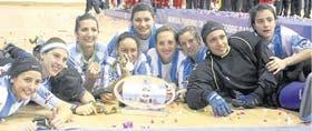 Las Águilas en pleno festejo, tras conseguir el cuarto título para la Argentina
