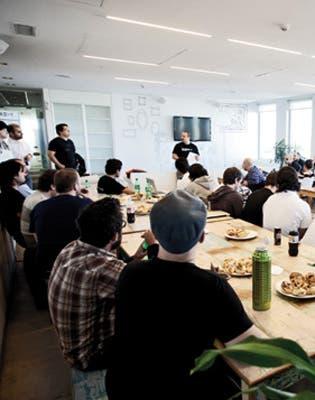 60 programadores y 24 horas para desarrollar una aplicación, de eso se trata el Hack Day que se desarrolló hace un par de semanas en las oficinas de MercadoLibre