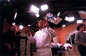 Al fondo el espejo en el techo, presente en todos los sets, que permite filmar desde arriba las preparaciones
