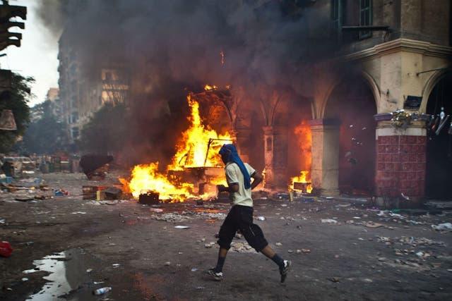 Los enfretamientos en Egipto ya dejaron más de 800 muertos desde el derrocamiento del presidente Mursi