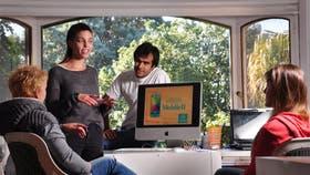 Emilia Astrom, estratega de creatividad digital sueca, llegó a Buenos Aires recién egresada de la sede de Estocolmo