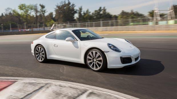 El flamante Porsche 911 Carrera S, a fondo en el renovado circuito Hermanos Rodríguez de México