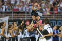 Se viene la película de Luciana Aymar y el minibook con su gol maradoniano