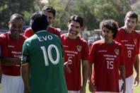 Gianni Infantino visitó Bolivia, jugó junto a Pablo Aimar y festejó por un fallo de Evo Morales
