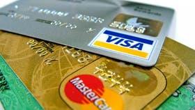 Los bancos acordaron con el Gobierno bajar gradualmente las comisiones que cobran a los comercios por el uso de tarjetas