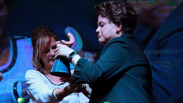 Dilma Rousseff recibió el premio Rodolfo Walsh en la Universidad de La Plata