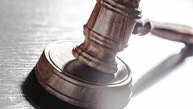 Un tribunal resolvió que un niño cuyo padre biológico tardó 15 años en reconocerlo lleve, primero, el apellido materno