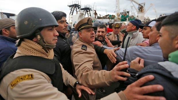 Enfrentamiento entre pescadores y Prefectura en Mar del Plata