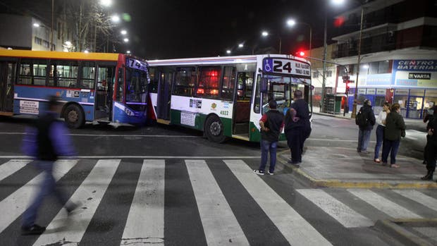 El lugar del accidente de colectivos en Barracas