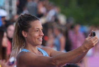 Las selfies de Delfina Merino luego del primer amistoso ante Alemania, ante el público platense