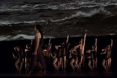 """Alessandra Ferri y el Royal Ballet de Londres en un pasaje de """"Las olas"""""""