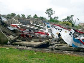 El aeroclub de la ciudad bonaerense de Chivilcoy, uno de los sectores más afectados por el tornado de ayer