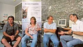 Tres de los cinco ganadores de los microcréditos junto con Alejandro de Mármol, de la Fundación Par
