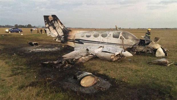 El Cessna 421 se incendió al impactar en un campo