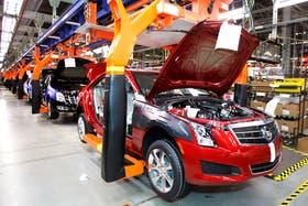 Las ventas a concesionarios de GM cayeron 41 por ciento en el primer cuatrimestre