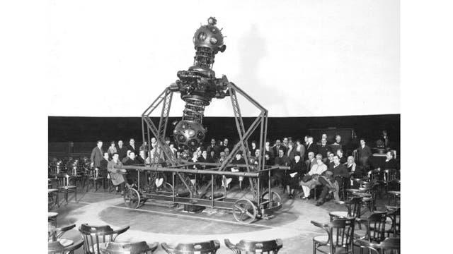 Profesores argentinos en su visita al Planetario de Jena (Alemania) en febrero de 1927. Ellos serían los que más trabajarían para que la Ciudad de Buenos Aires tuviera el suyo. Deberían esperar 40 años desde esa visita a Alemania.