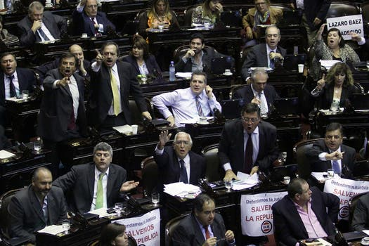 Escándalo en la Cámara de Diputados; gritos y forcejos en la votación en particular de la reforma del Consejo de la Magistratura. Foto: DyN