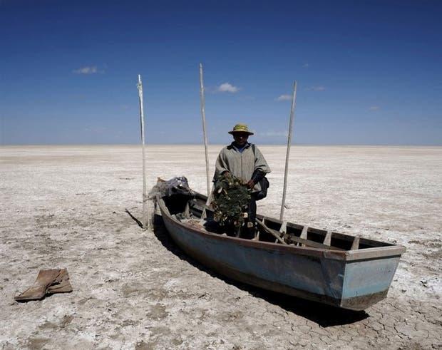 El segundo lago en tamaño de Bolivia, evaporado. El cambio climático sigue provocando consecuencias insospechadas en la Tierra. La imagen muestra la desaparición por evaporación del lago Poopó, que fue confirmada con imágenes del satélite Proba-V