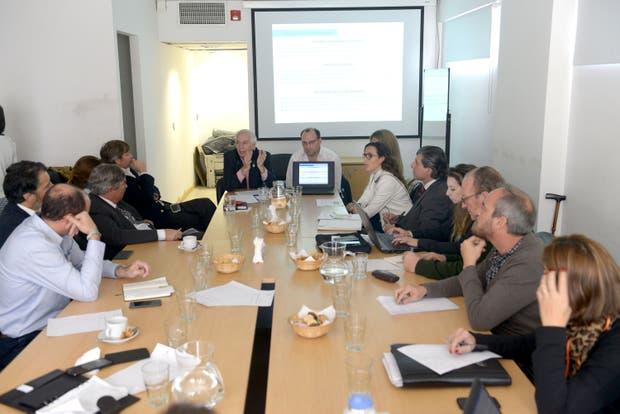 El jefe de Gabinete de Agroindustria, Guillermo Bernaudo, y el secretario de Agricultura, Ricardo Negri (h), en el centro, presentaron los objetivos del proyecto oficial