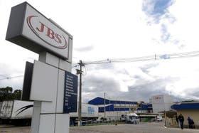Hoy JBS vendió sus unidades frigoríficas en la Argentina, Paraguay y Uruguay
