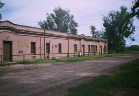 Cerca del campo de batalla se emplazaron casas bajas en torno de las cuales creció el pueblo
