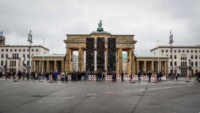 """La instalación """"Monumento"""" en las Puertas de Brandenburgo"""