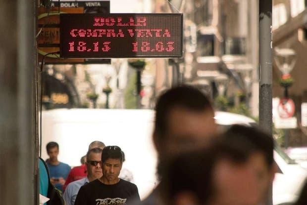 El precio del dólar tuvo ayer una jornada muy volátil