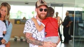 Messi llegó a España con su familia y la de Luis Suárez