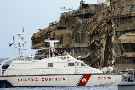 El crucero llevaba 4229 personas a bordo el día del desastre. Foto: AFP