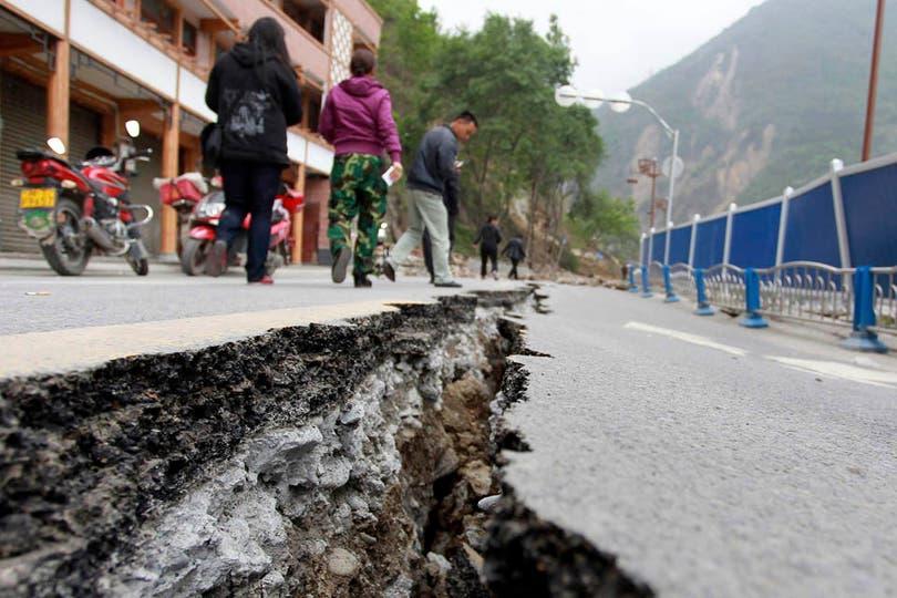 Los 140 km de autopista entre la capital provincial y la localidad más dañadas fueron transitados por ambulancias y auxilio. Foto: Reuters