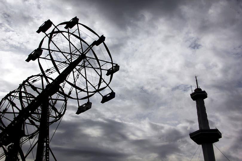 La postal de Interama: la Torre Espacial que costó u$s 10 millones; 2 ascensores elevaban a los pasajeros los 210 metros de altura. Foto: LA NACION / Mauricio Giambartolomei