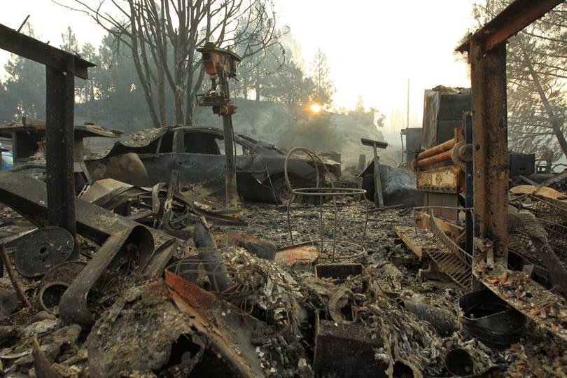 Una casa arrasada por el fuego. Foto: AFP