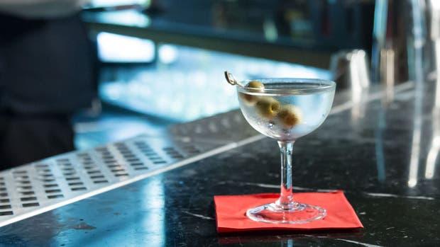 Un Dry Martini perfecto en la barra de Suspiria Resplendoris