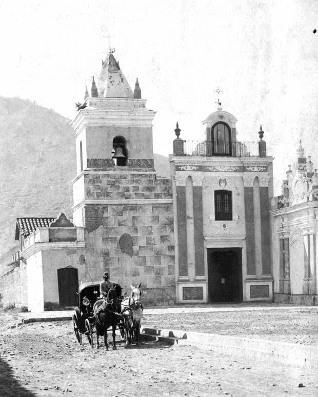 Una postal del popular convento, tomada en 1904. En el fondo, el cerro.