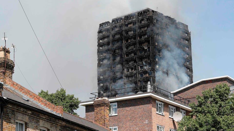 La policía, bomberos y rescatistas trabajan en el lugar. Foto: AFP