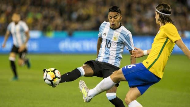 José Luis Gómez, el lateral de Lanús que tuvo una oportunidad en el reciente amistoso con Brasil, si bien fue carrilero en una defensa con tres centrales