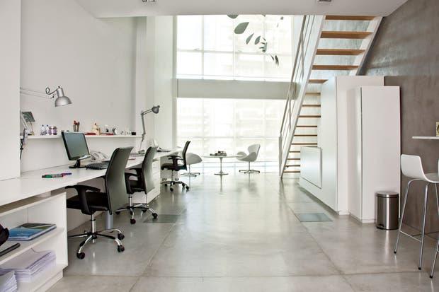 La arquitecta Marcela Isola buscó generar para la consultora un ámbito neutro, relajado y muy flexible..