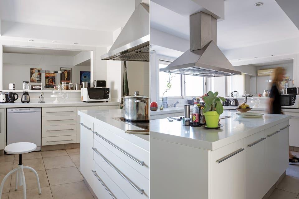 El blanco domina en la cocina y se mantiene la estética minimal. Tanto los muebles del perímetro como el de la isla central se realizaron con frentes de melamina y las mesadas con Silestone.  Foto:Living /Daniel Karp