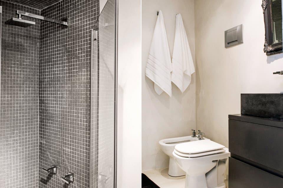 El espacio se amplió hacia el frente y hacia el costado, tomando metros del dormitorio principal para alojar el box de ducha.  Foto:Living /Santiago Ciuffo