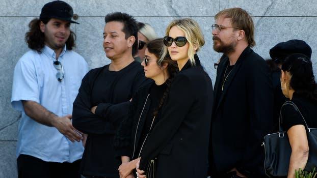 Jennifer Lawrence participó de un homenaje a Anton Yelchin, quien perdió la vida trágicamente a los 27 años. Foto: AP