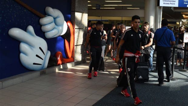 Enzo Pérez en la llegada a Orlando con River