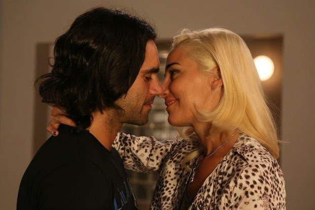 El beso de Delfina y Julián, muy convincente