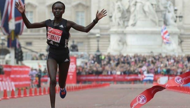 Keitany quebró el récord del maratón de Londres