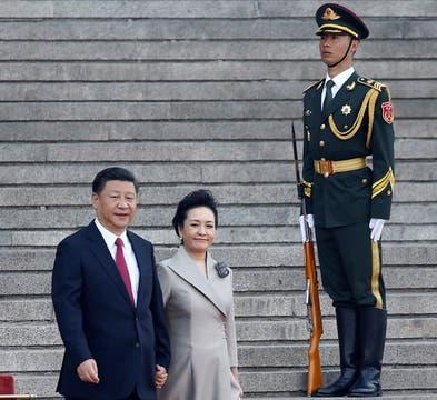Xi Jinping junto a su esposa reciben al Presidente argentino para compartir una cena en el último día de su estadía en China. Foto: Reuters