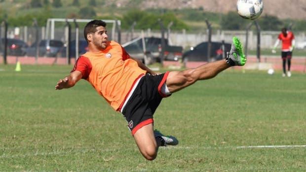 Insúa pasó por Boca, llega de Newell''s y jugará en Racing