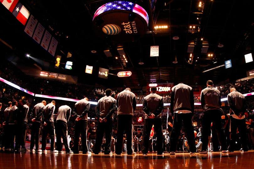 El momento del himno de Estados Unidos, antes del comienzo del partido. Foto: AFP