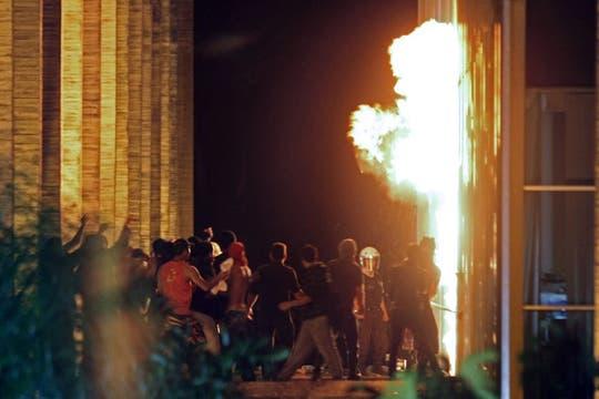Manifestantes en el Palacio de Itamaraty, en Brasilia. Foto: AFP