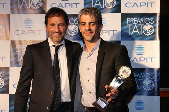 Y ahora le llegó el turno a los ganadores de la noche... Seefeld y Echarri, felices. Foto: LA NACION / Matías Aimar