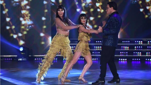"""Moria Casan, Soledad Bayona y Freddy Villarreal imitando a Polino en la ronda de Salsa de a tres en el """"Bailando por un sueño"""""""